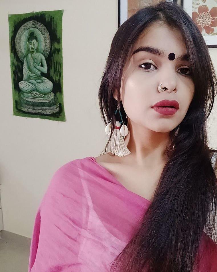 fashion blogger Bhavya Kant wearing Aparna Singh earrings